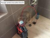 Passage d'une caméra endoscopique pour recherche de fuite dans une évacuation de douche à Annecy (74), sans casse